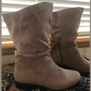 east 5th Size 9 Slouch calf Boots Taupe zipper